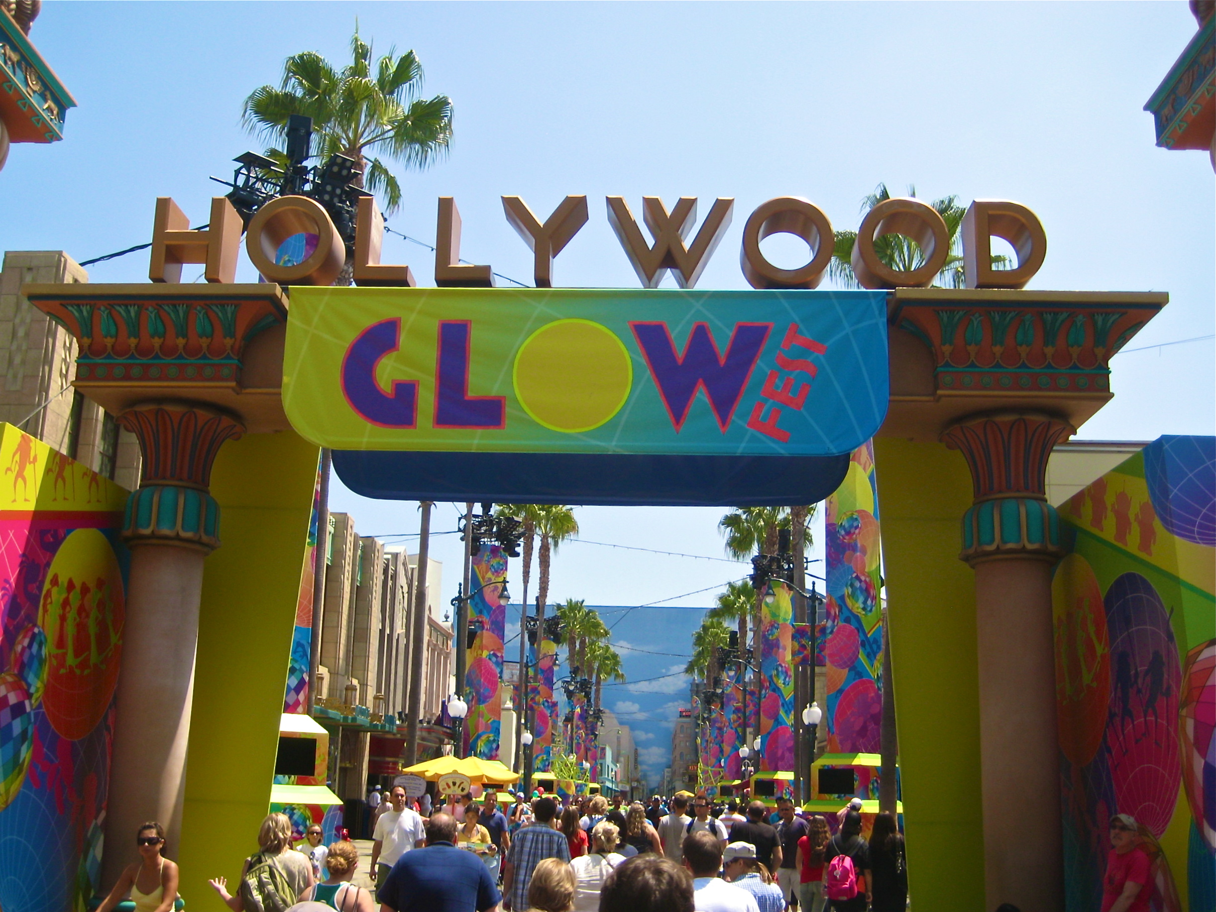 Glow Fest In California Adventure S Hollywood Land Closed