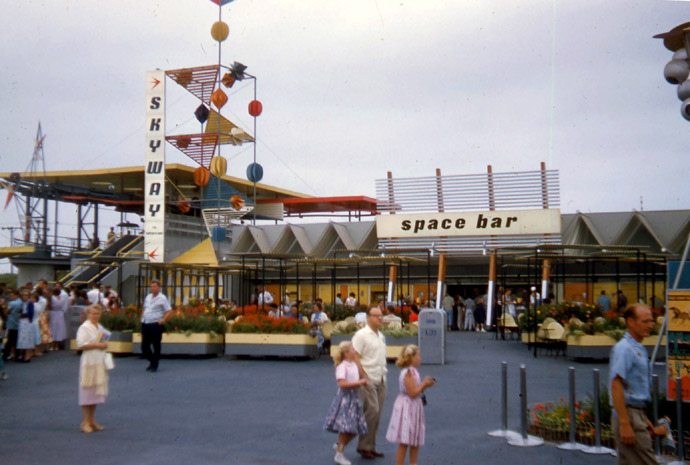 The Space Bar In Disneyland S Tomorrowland Closed